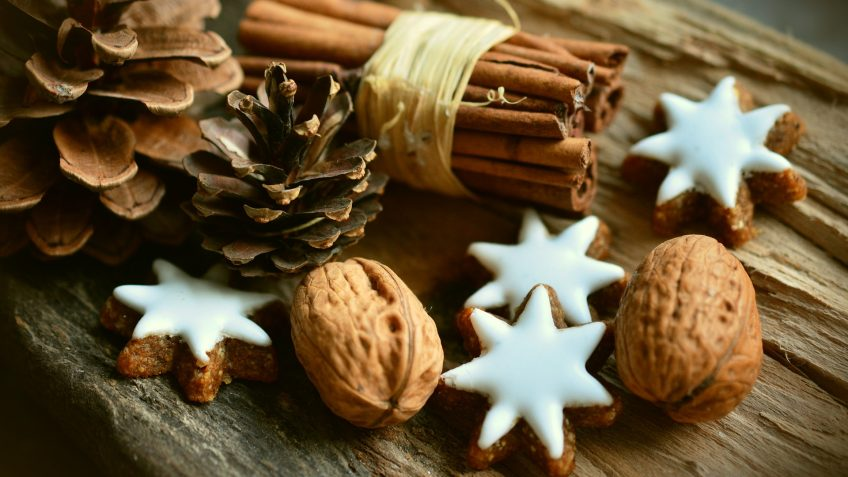 Petits biscuits étoilés noix et cannelle